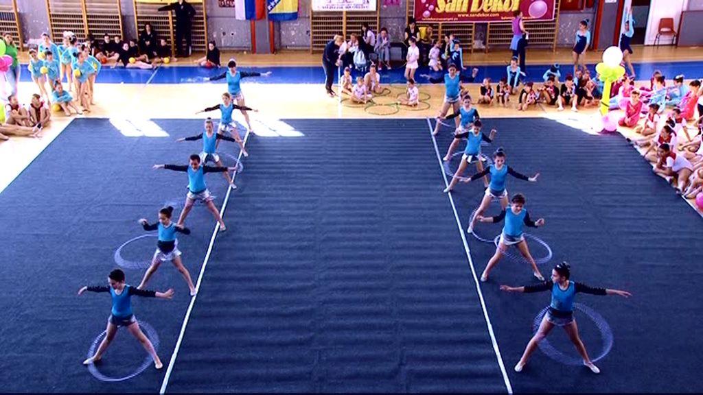 Uživanje u ritmičkoj gimnastici sa 700 takmičarki