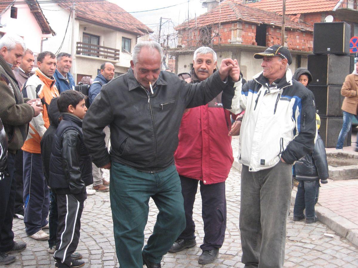 Uz trubače u vranjskoj Gornjoj čaršiji Romi slavili svoj dan