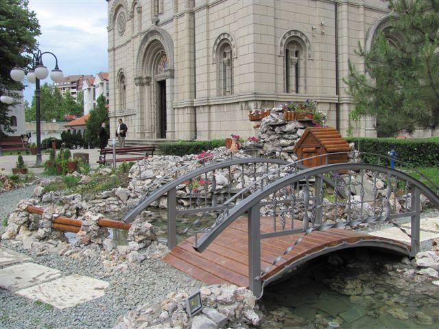 POSKUPELO SVEĆENJE VODICE? Sveštenstvo – cene najniže u Srbiji