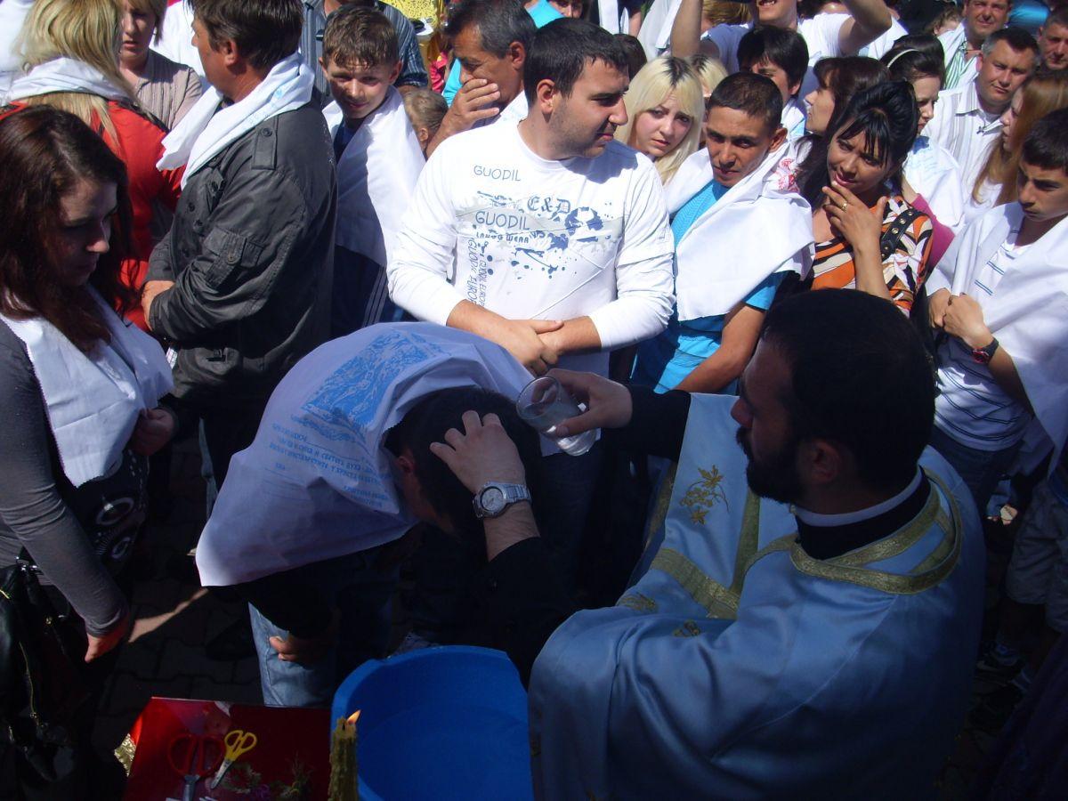 Besplatno krštenje za dve stotine vernika