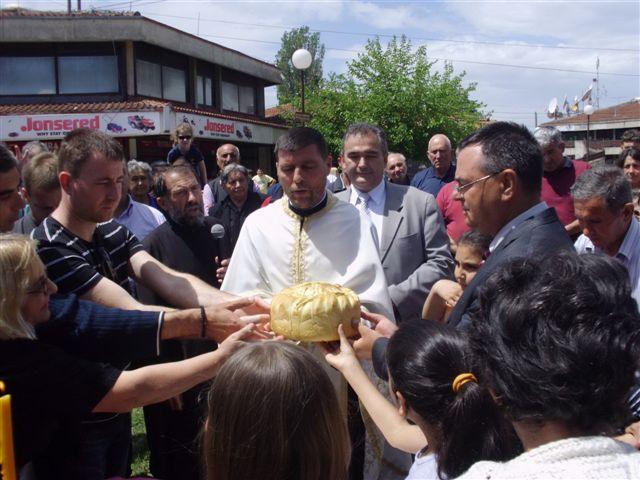 Sečenje slavskog kolača u Vlasotincu