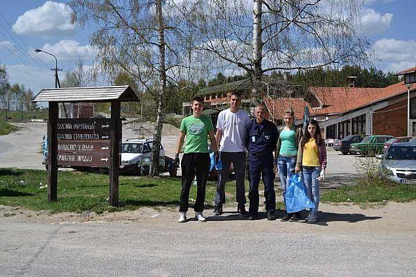 Volonteri Kancelarije za mlade čistili Vlasinu