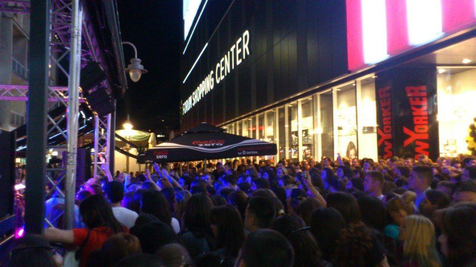 Hiljade Nišlija u Noći kupovine u Forumu