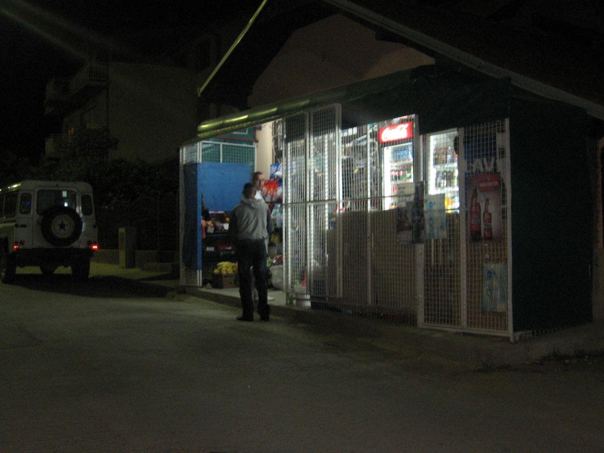 Naoružani provalnici opljačkali prodavnicu