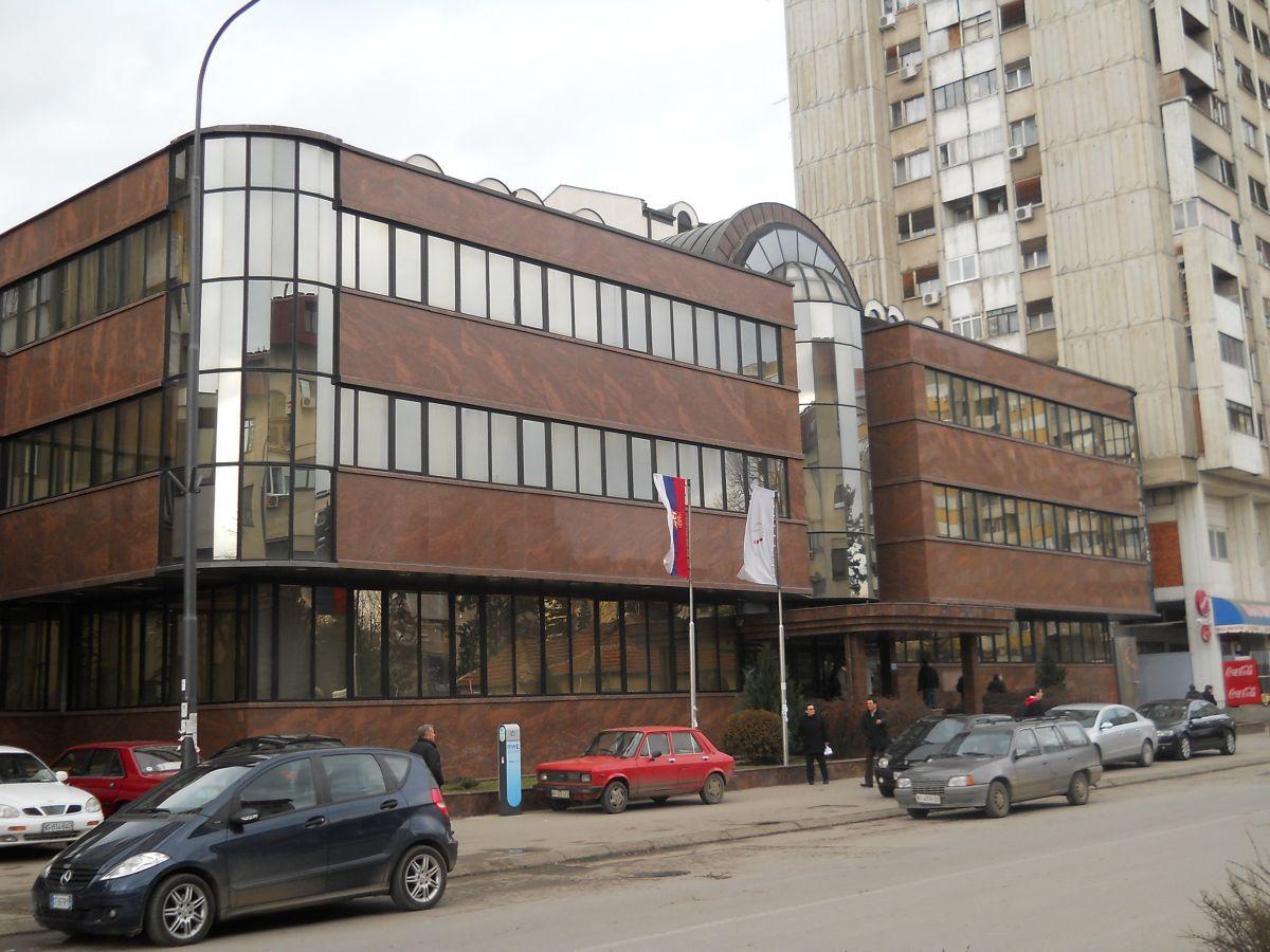 """""""Jugoistok"""" poklanja Vladi Srbije 36 automobila"""