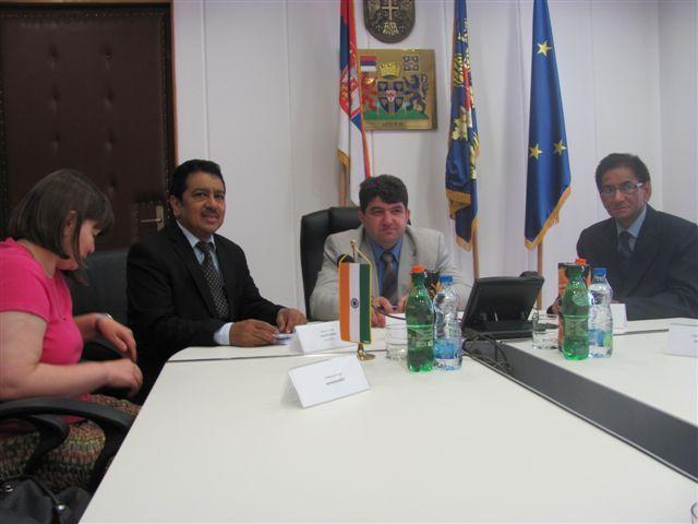 Indijski diplomata nudi besplatnu edukaciju u Indiji