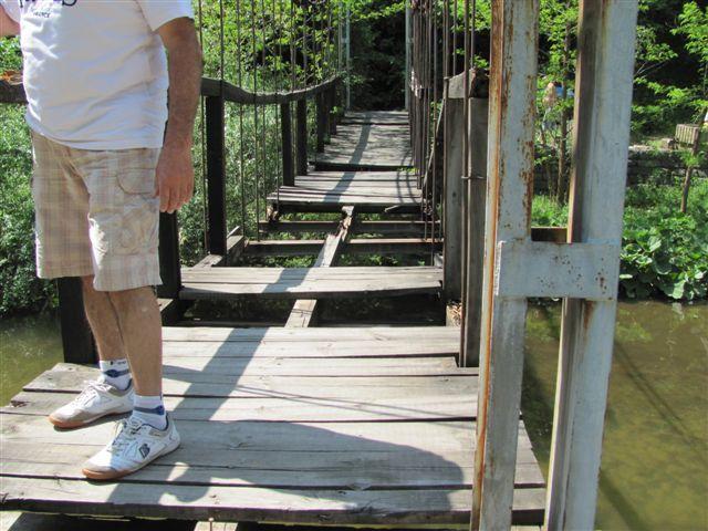 Viseći most na Vučjanki uništili izletnici