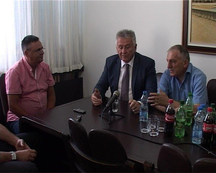 Ministar Ilić obećao 12 miliona dinara Vlasotincu