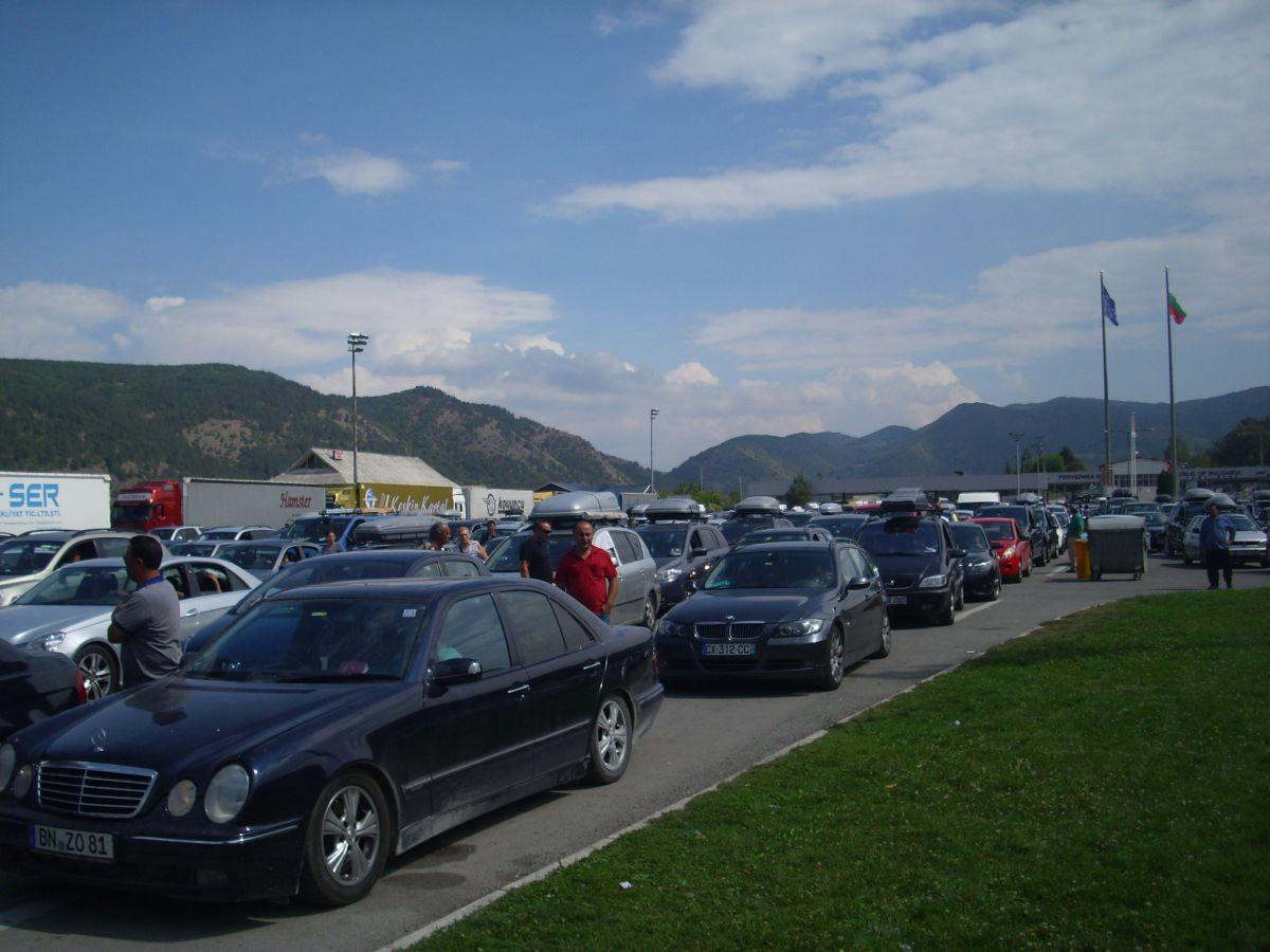 Ulazak putnika i vozila iz pravca Bugarske u 12 kolona