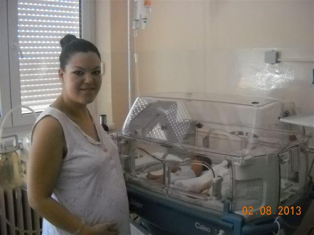 Aleksandra Kostić rodila trojke u leskovačkom porodilištu