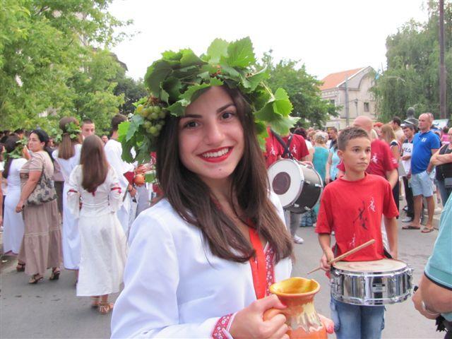 Konkursi za pesmu, karikaturu, najboljeg vinara i vinogradara povodom Vinskog bala