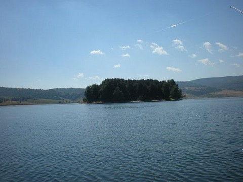 Muškarac ispao iz čamca i utopio se u Vlasinskom jezeru