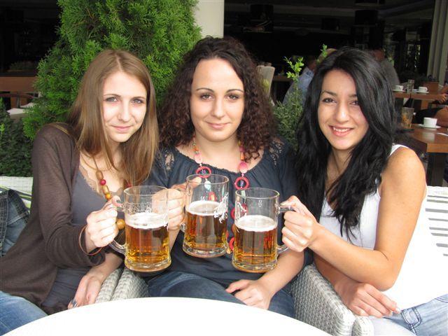 Pobednik u brzom ispijanju piva – studentkinja iz Leskovca!