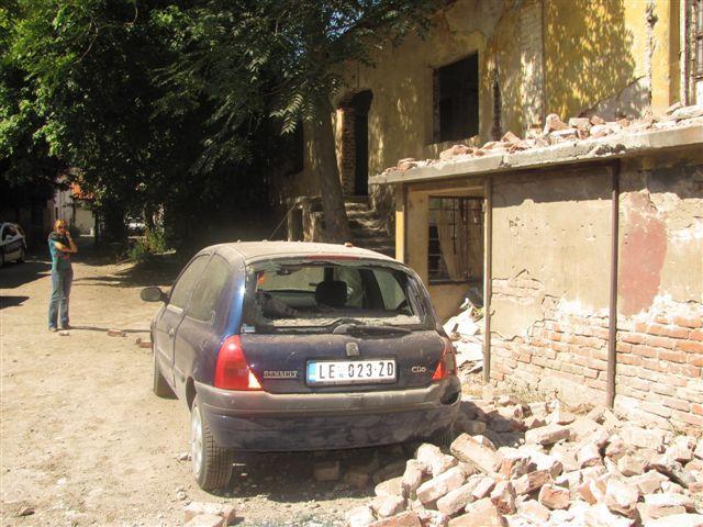 Srušila se stara Vlajčićeva fabrika, izbegnuta velika nesreća
