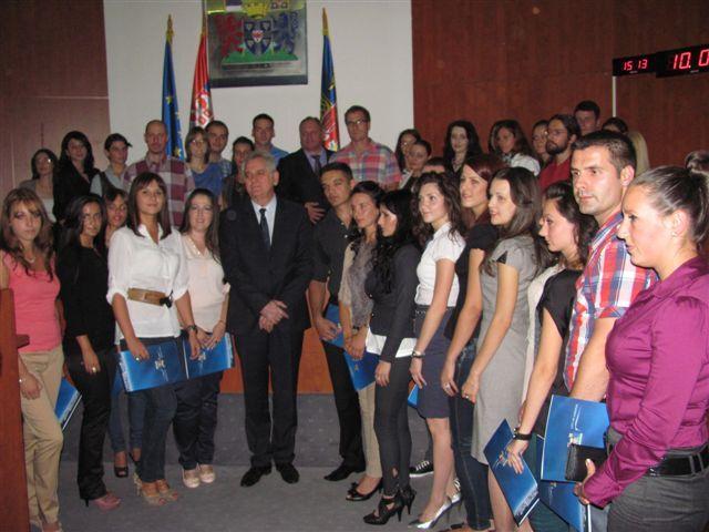 Diplomci dobili ugovore u prisustvu predsednika Srbije