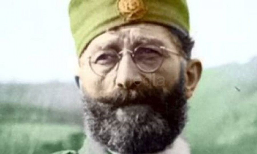 Spomenik Draži Mihailoviću prefarban zelenom bojom