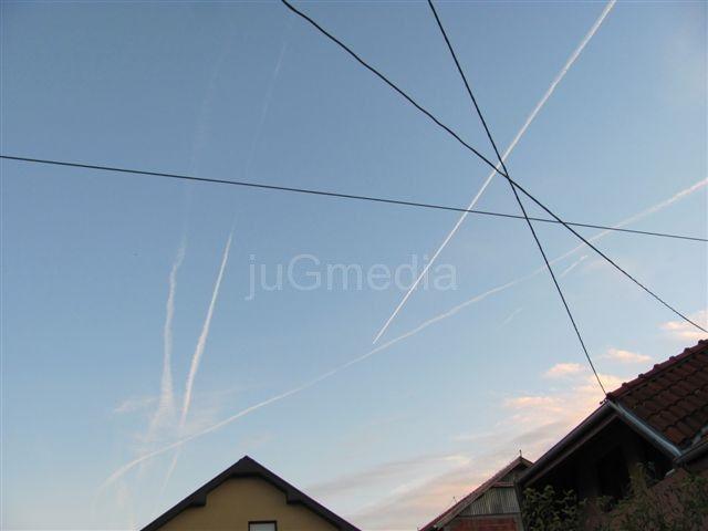 Gust saobraćaj na nebu iznad Leskovca