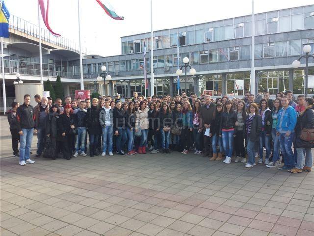 Srednjoškolci iz Grdelice na sajmu nameštaja u Beogradu