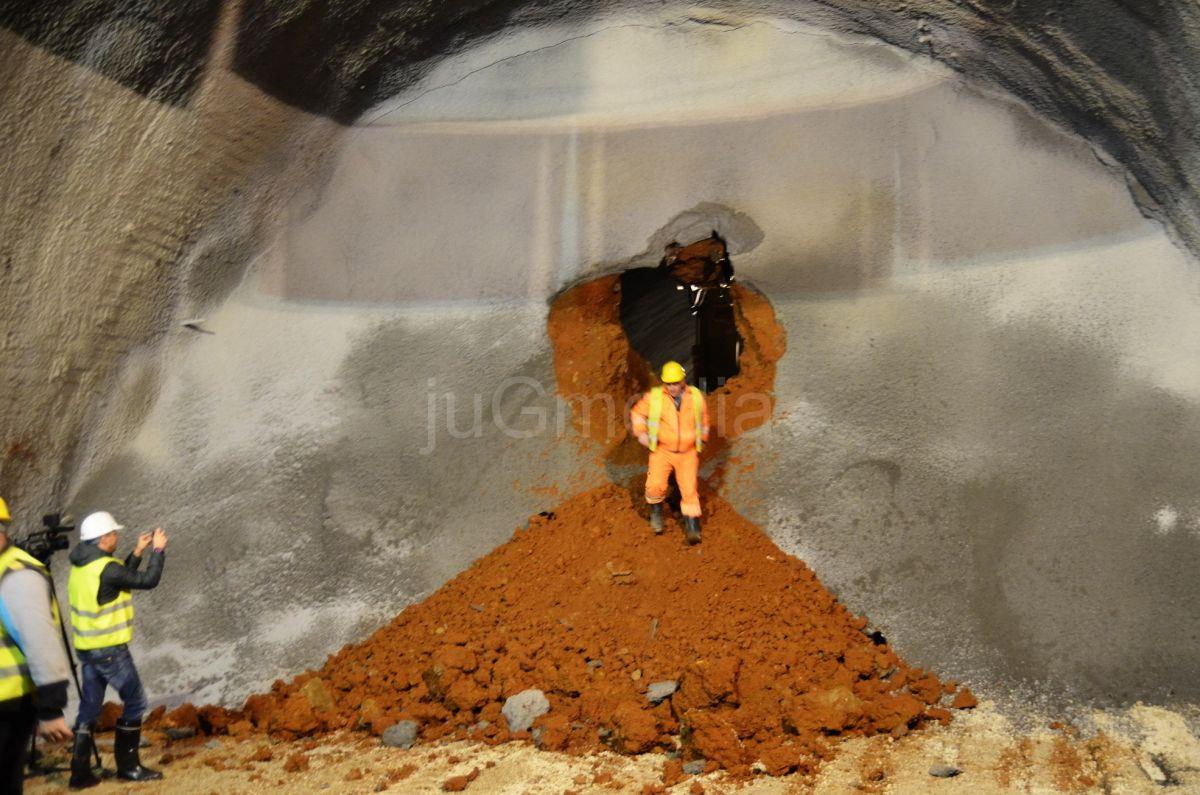 "Probijena leva cev tunela ""Progon"""
