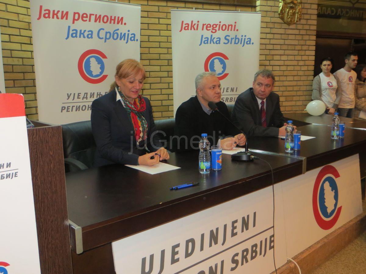 Dinkić i Kalanovićeva podelili članske karte novim članovima u Vranju