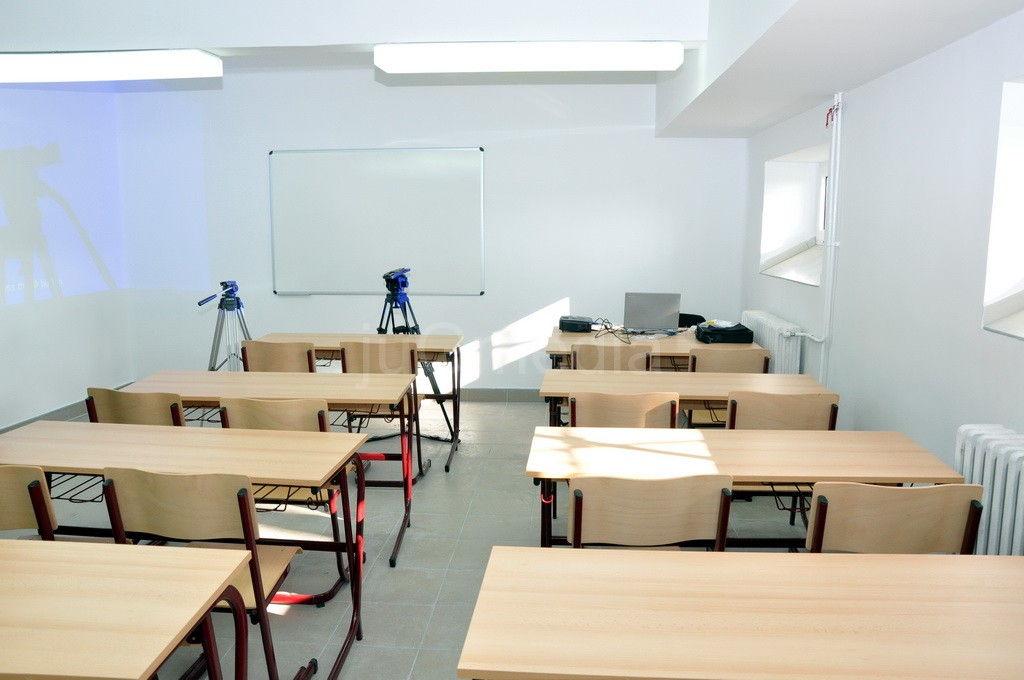 Dve nove četvorogidišnje škole