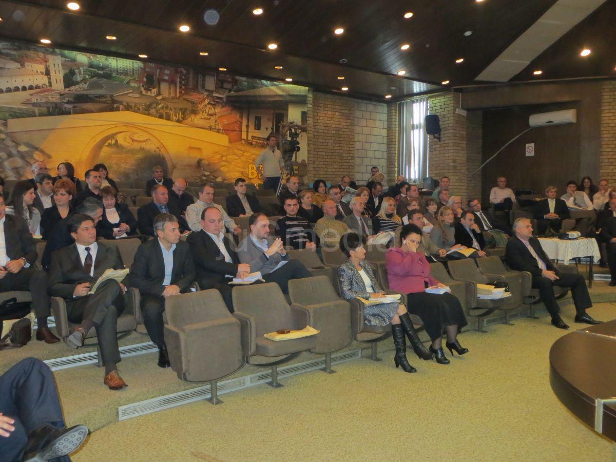 Odbornici u Vranju zasedali 12 sati