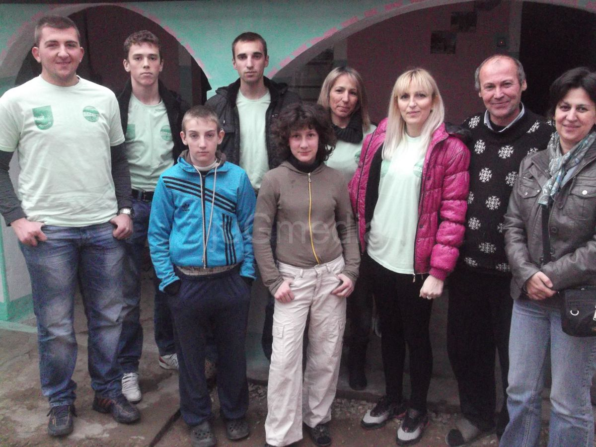 """Planinari """"Radana"""" danas su uručili humanitarnu pomoć porodici Ljubisavljević"""