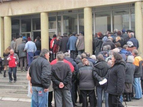 Sirotinja satima čeka u redu za oslobađanje od plaćanja pregleda