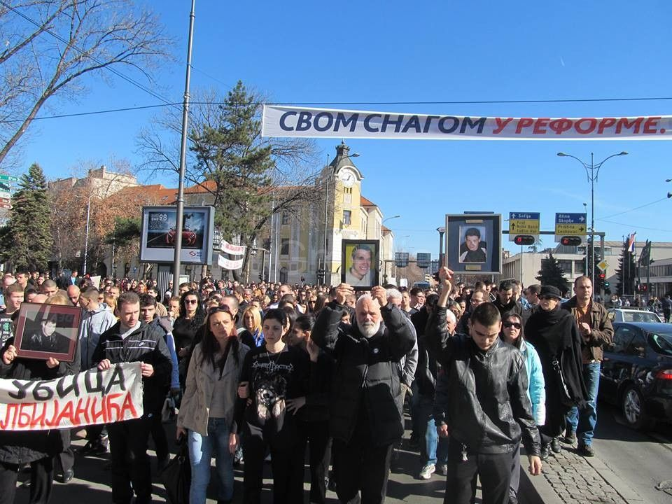 U Nišu 10.000 ljudi protestuje zbog ubistva studenta