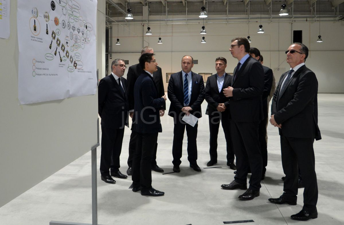 "Vučić posetio fabriku ""Džonson elektrik"""
