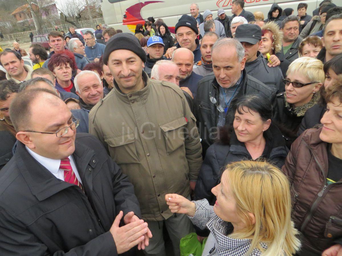 Gradonačelnik Zoran Antić molio radnike Jumka da prekinu sa blokadom puta