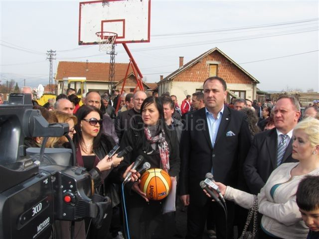 SNS: Olivera Pešić počela kampanju u Bobištu