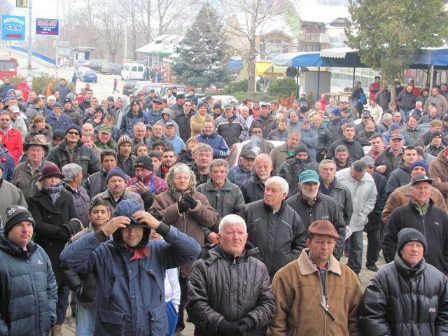 U Grdelici protestovalo oko tri stotine ljudi