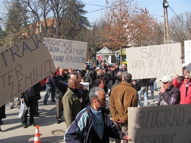 Radnici Interleminda: Beograd na vodi, Leskovac u blatu