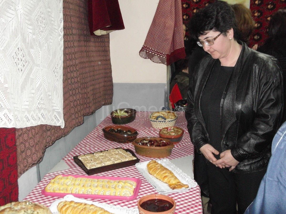Izložba vina,rakije i starih jela u Izvoru