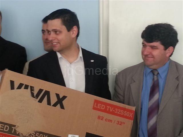 Mladi naprednjaci nagrađeni televizorom i laptopovima