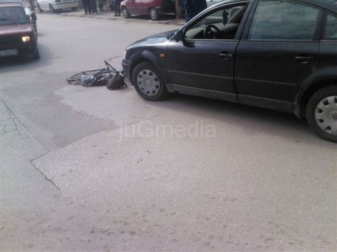 Teško povređen biciklista