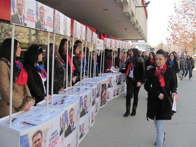 Naprednjaci s juga Srbije krenuli autobusima za Beograd