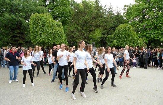 Svetski dan plesa: Plesna žurka u centru Leskovca