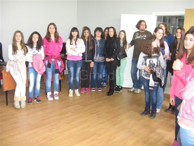 Osmakinje obišle fabrike na Dan devojčica