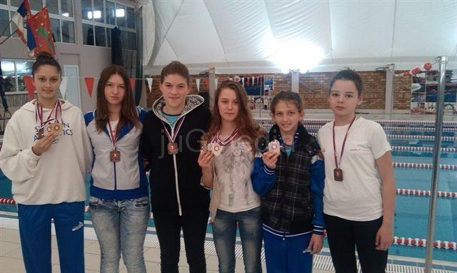 Leskovac: Plivači osvojili 18 medalja