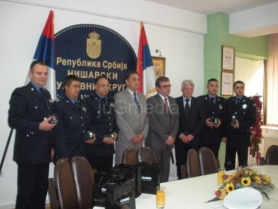 Satovi za hrabre policajce