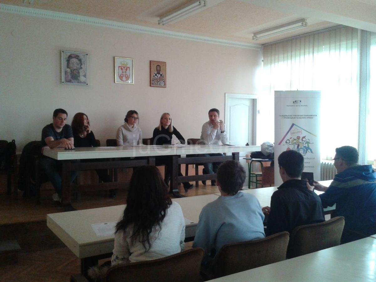 Tribina: Uloga medija u borbi protiv diskriminacije dece i mladih