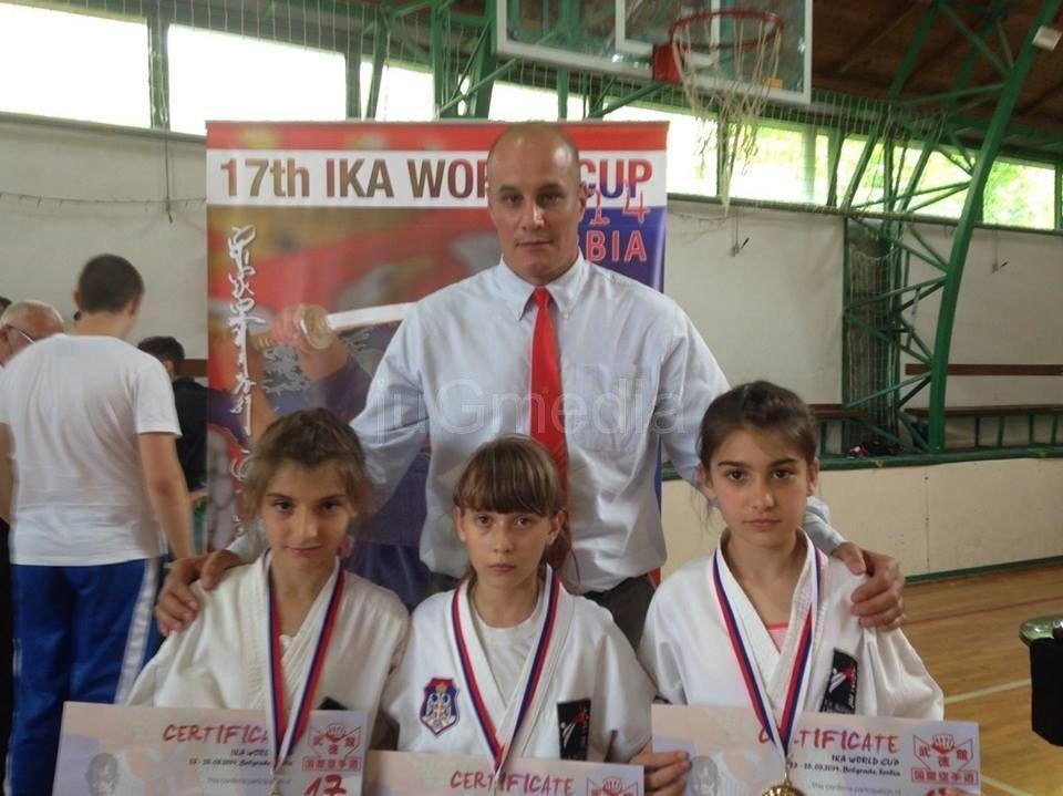 Karatistkinje osvojile zlato na svetskom prvenstvu