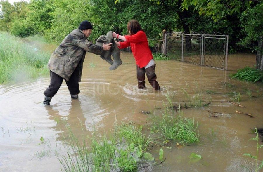 HITNO: SMS na broj 1003, telefoni i računi za pomoć poplavljenima
