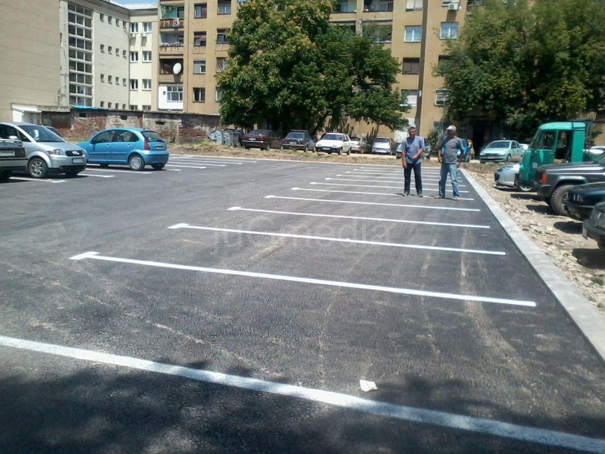Besplatno parkiranje iza Tehnološkog fakulteta
