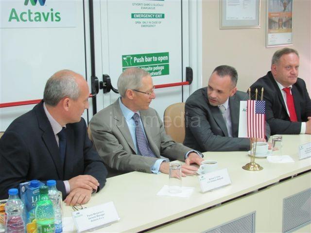 Ambasador SAD: Pomažemo da se smanji nezaposlenost u Srbiji