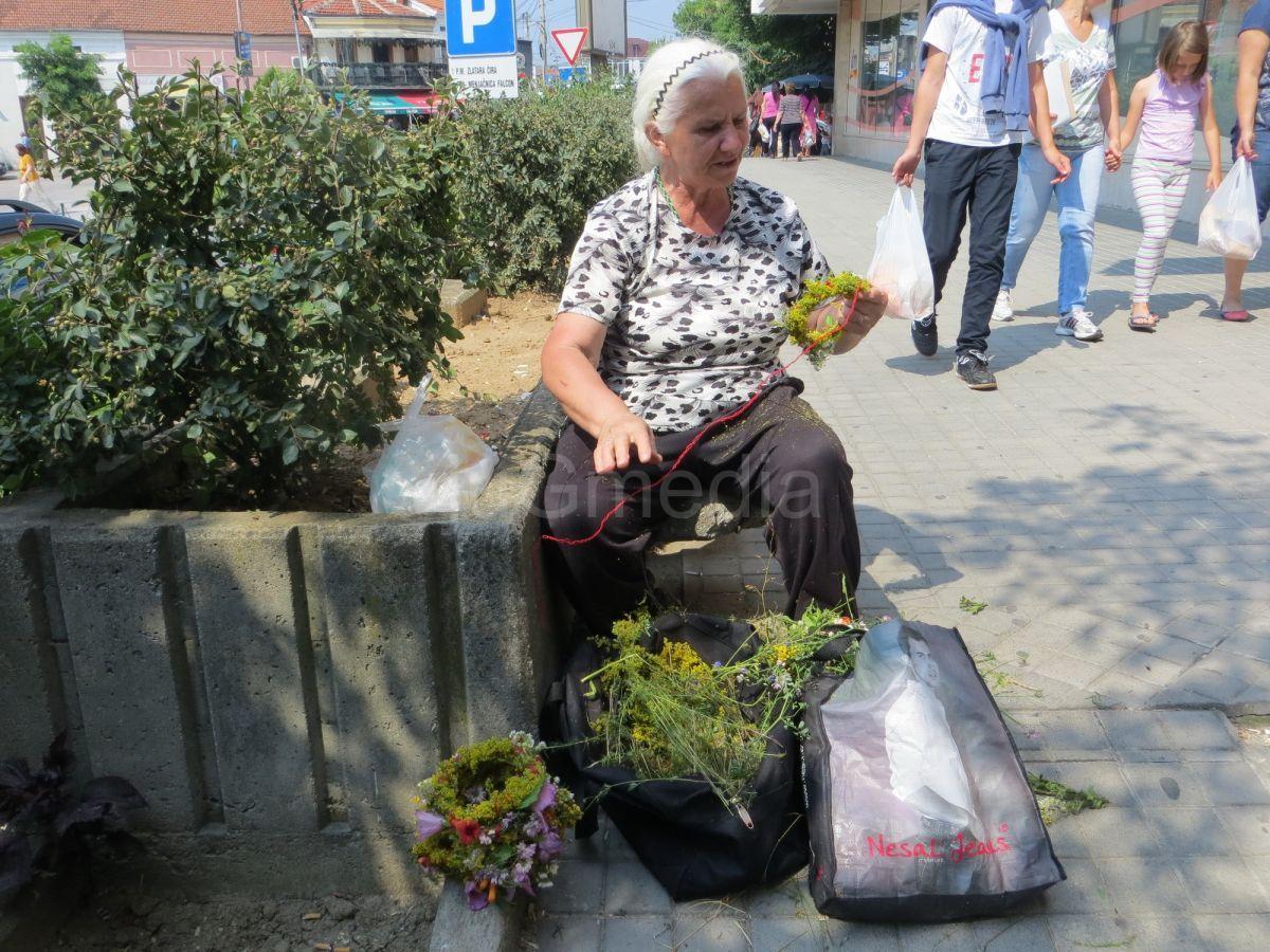 Praznični venčići od 30 do 50 dinara u Vranju