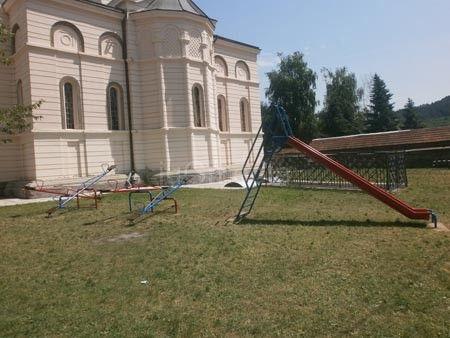 Igralište u dvorištu crkve