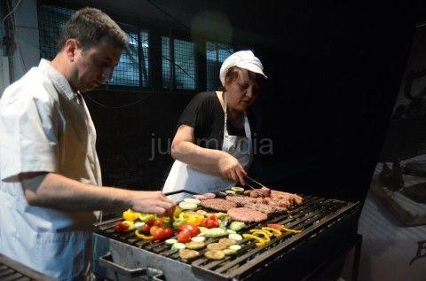 Učenici Sanja i Bojan iz Uba pobednici u pripremi roštilja